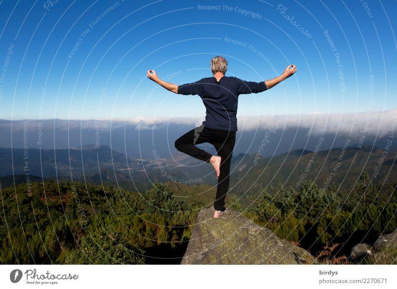 Yoga über den Wolken Gesundheit Leben Sinnesorgane Meditation Ferien & Urlaub & Reisen Sommerurlaub Berge u. Gebirge Mann Erwachsene 1 Mensch 30-45 Jahre