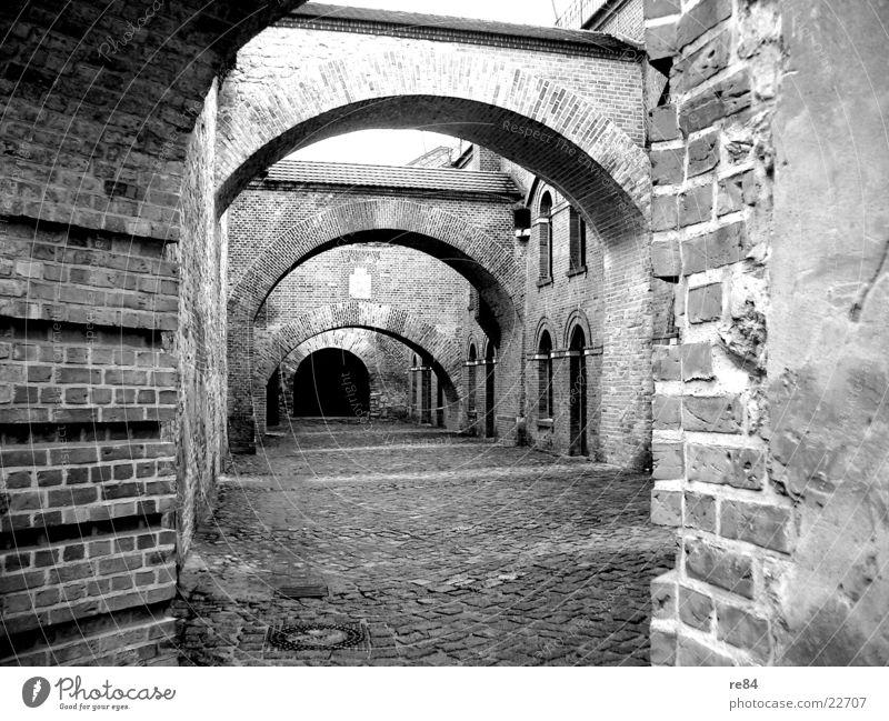 stone age alt weiß schwarz kalt Berlin Holz grau Stein Mauer Wege & Pfade Angst Architektur Brücke Turm Bauernhof Burg oder Schloss