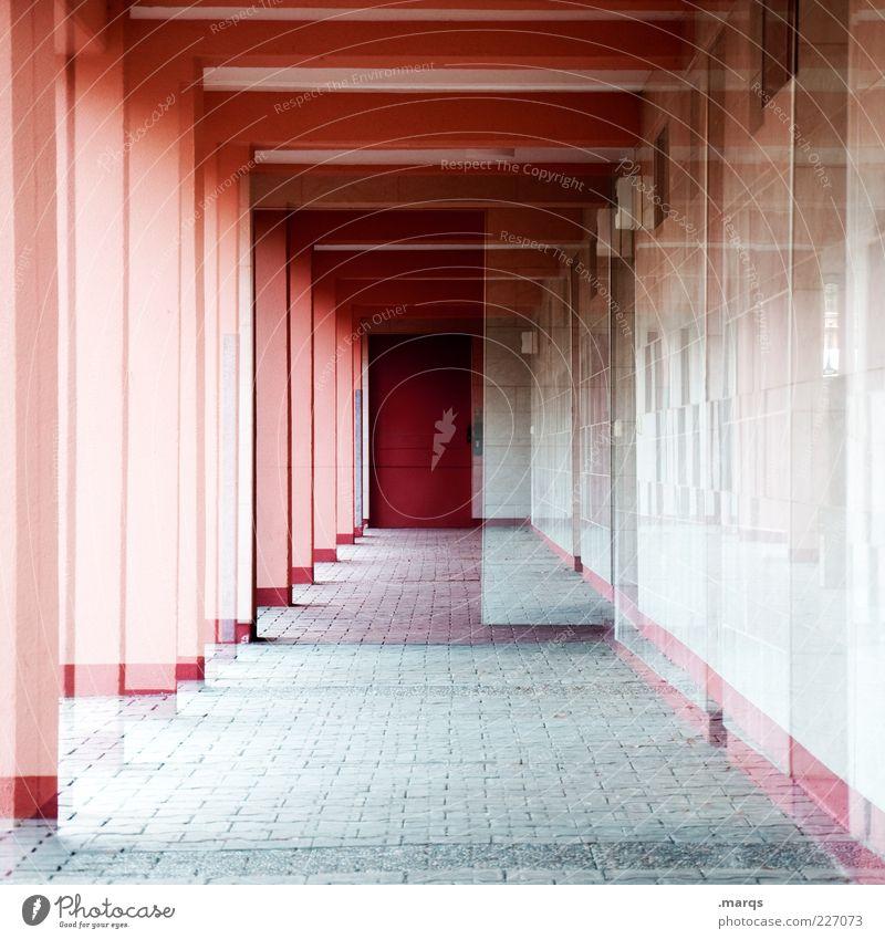 Korridor Stil Menschenleer Bauwerk Architektur Mehrfamilienhaus Tür Flur Säule Beton außergewöhnlich Coolness eckig verrückt rot verstört einzigartig