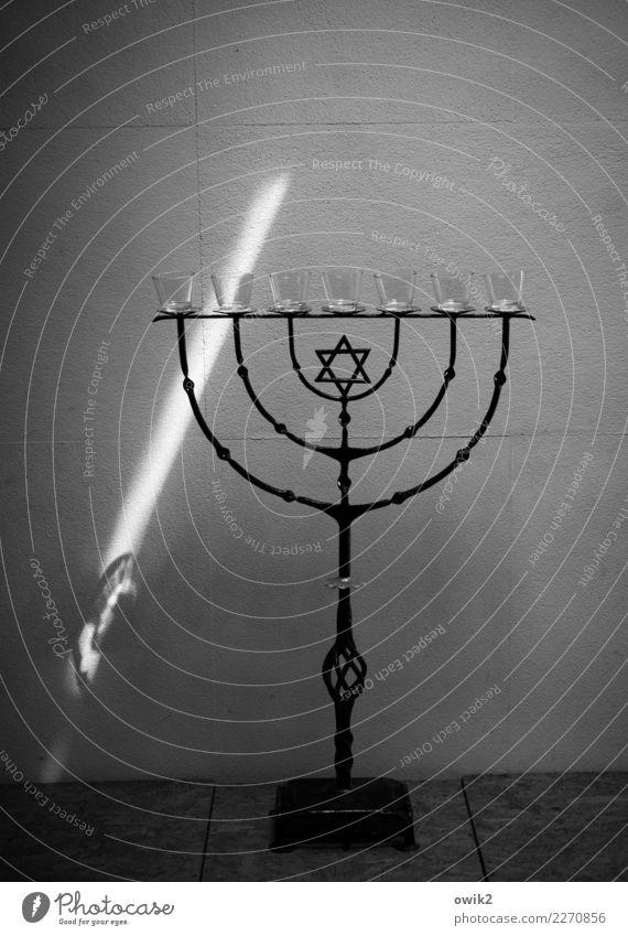 Erleuchtung Mauer Wand Menorah Metall leuchten stehen groß standhaft Hoffnung Religion & Glaube Zukunft schwer Davidstern Leuchter Teelicht Bogen schmieden