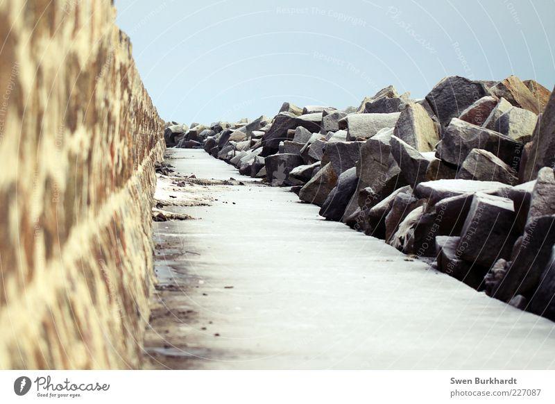 Steinwall Himmel kalt Wand Mauer Wege & Pfade Küste Kraft Beton Hafen Schutz Seeufer Blauer Himmel Mole Granit Steinmauer