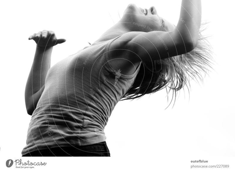 Lebenssprung Mensch Jugendliche Freude feminin Kopf Gefühle springen Glück lachen Zufriedenheit Arme frei Fröhlichkeit wild natürlich fallen