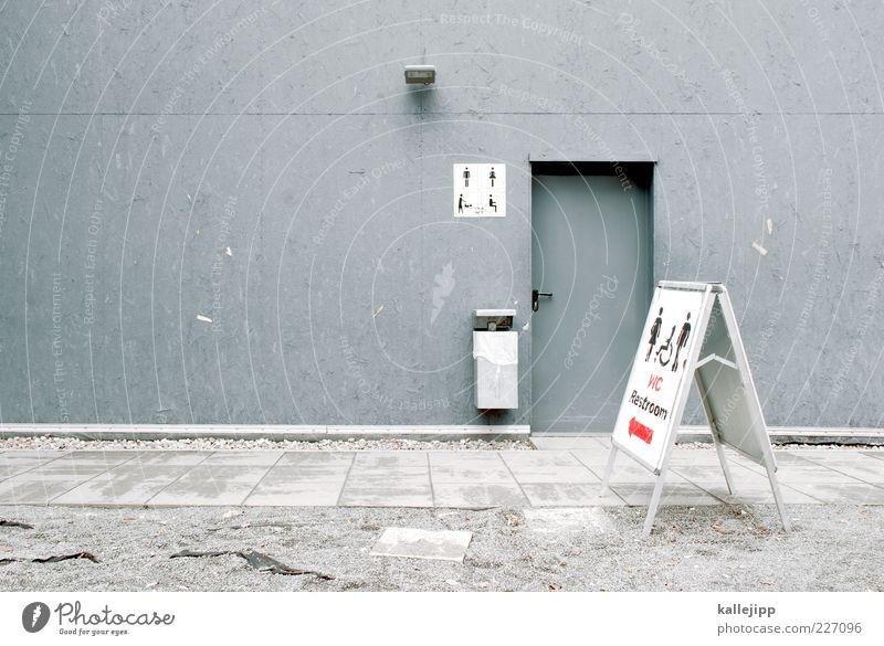 die kammer des schreckens Mensch Haus Wand grau Tür offen Schilder & Markierungen maskulin Schriftzeichen Hinweisschild Zeichen Pfeil Toilette Richtung Müllbehälter Piktogramm