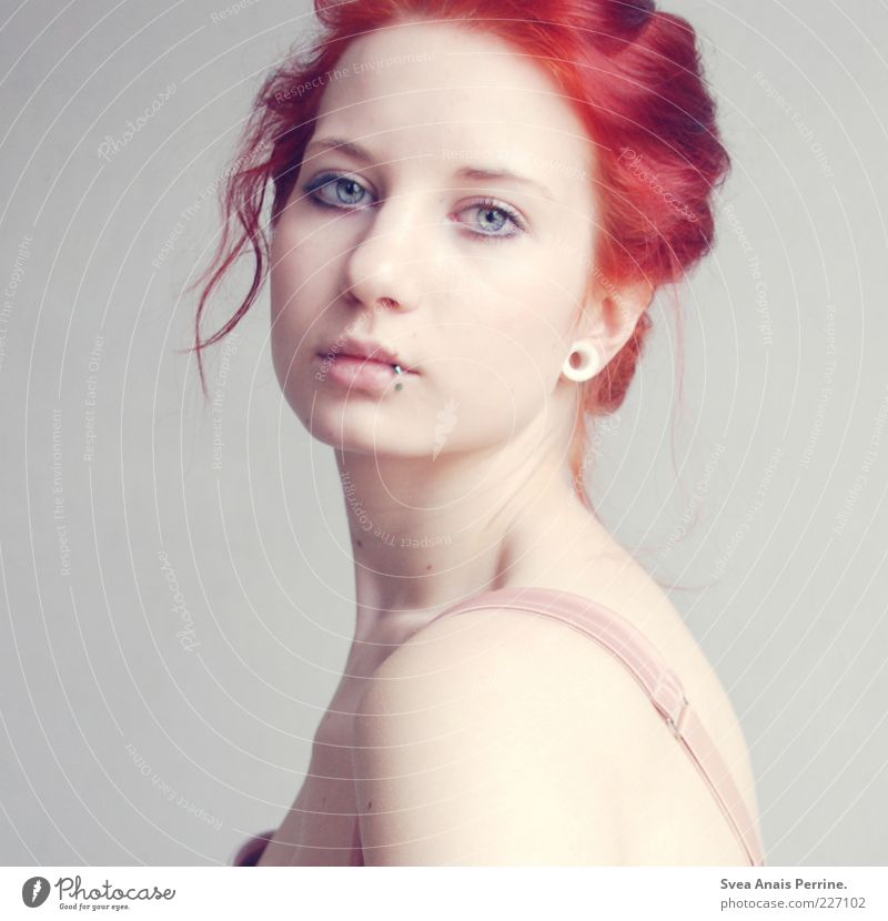 zart. Lifestyle elegant Stil feminin Junge Frau Jugendliche Haut Auge Rücken 1 Mensch 18-30 Jahre Erwachsene Unterwäsche Haare & Frisuren rothaarig genießen