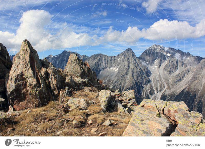 kleine und große gipfel Himmel Natur Pflanze Wolken Herbst Umwelt Berge u. Gebirge Landschaft Gras Erde Felsen Urelemente Hügel Alpen Gipfel Schönes Wetter