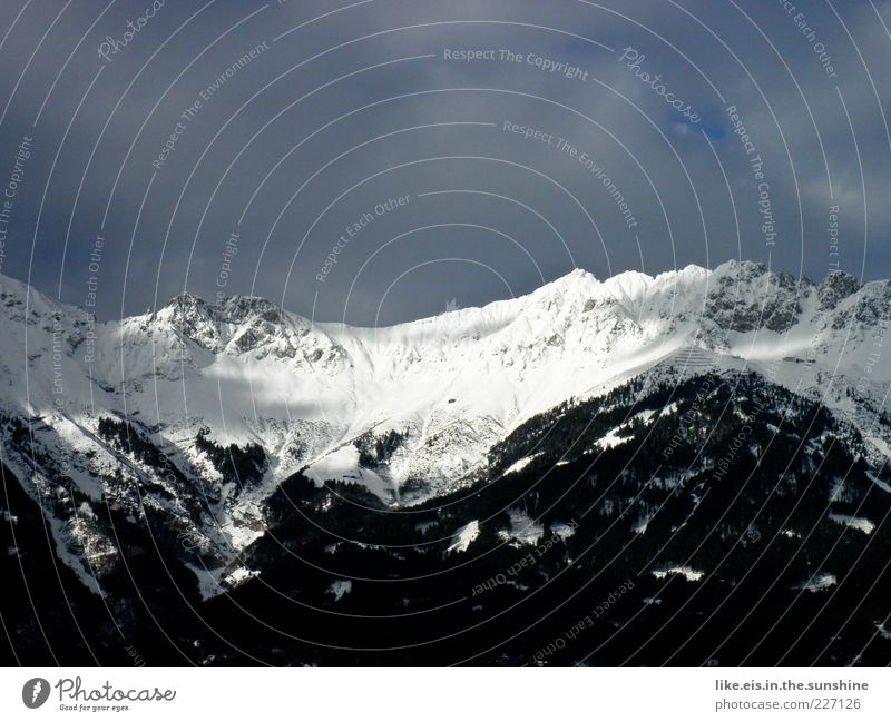 schwarz-weiß-denkerei Himmel weiß Winter schwarz kalt Schnee Umwelt Berge u. Gebirge Landschaft Eis Horizont groß Klima Frost Urelemente Alpen