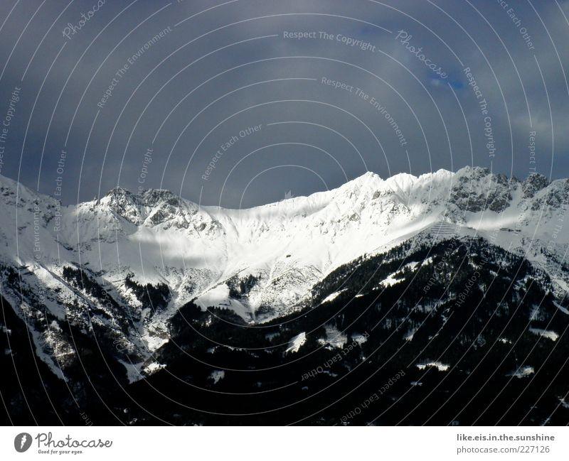 schwarz-weiß-denkerei Umwelt Landschaft Urelemente Himmel Winter Klima Schönes Wetter Eis Frost Schnee Alpen Berge u. Gebirge Gipfel Schneebedeckte Gipfel
