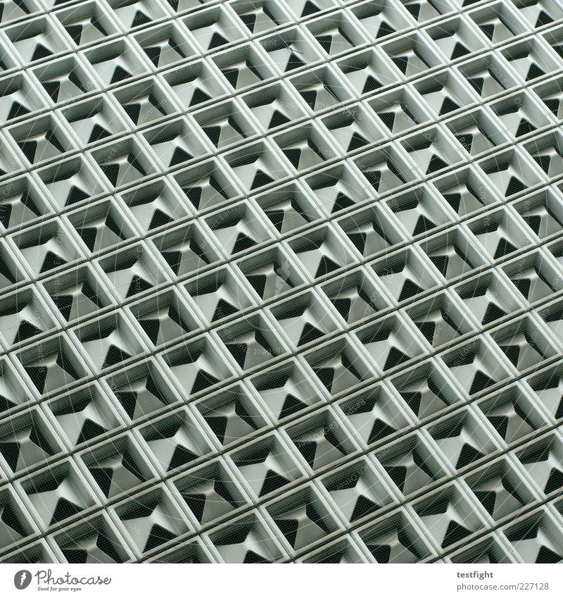 fassade Fassade retro Gebäude Strukturen & Formen Muster Architektur Farbfoto Detailaufnahme abstrakt Menschenleer Quadrat diagonal Froschperspektive Linie