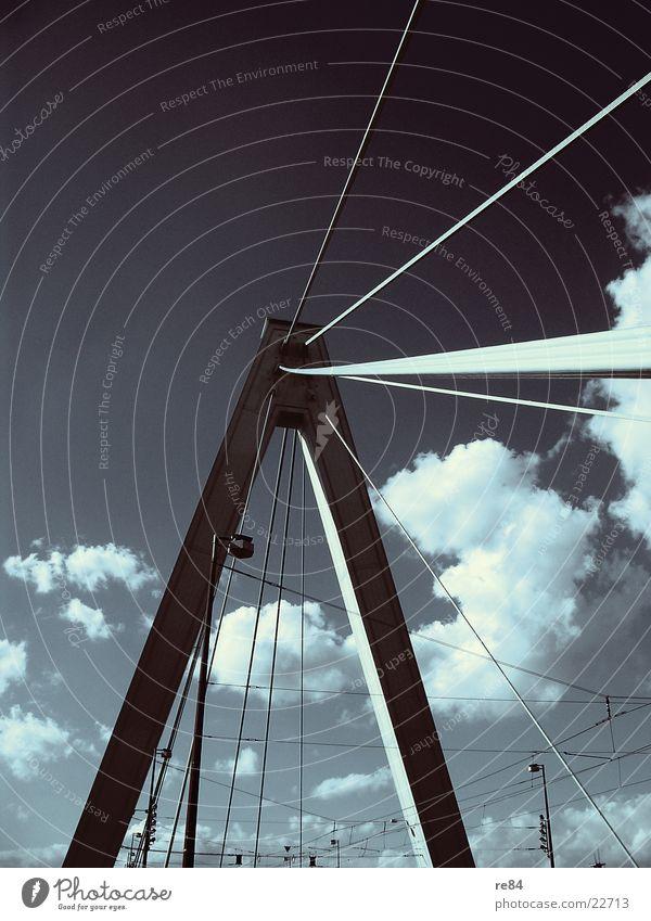 Wolkenbrücke Köln Himmel blau Sonne Kraft Erde Beton Seil Brücke Elektrizität Bauwerk Stahl Verbindung Strommast Draht