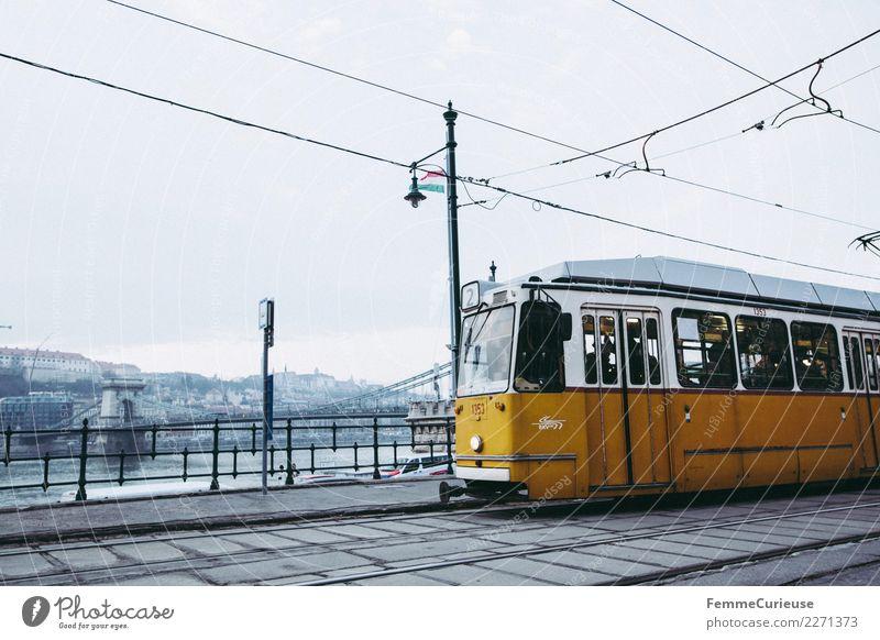 Tram im Budapest Stadt Wolken Winter gelb Verkehr Güterverkehr & Logistik Hauptstadt Gleise Verkehrswege Personenverkehr Verkehrsmittel Straßenbahn Ungarn