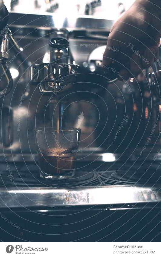 Preparation of a coffee with a barista coffee machine Getränk Heißgetränk Kaffee Espresso genießen Technikfotografie Barista Espressomaschine Kaffeemaschine