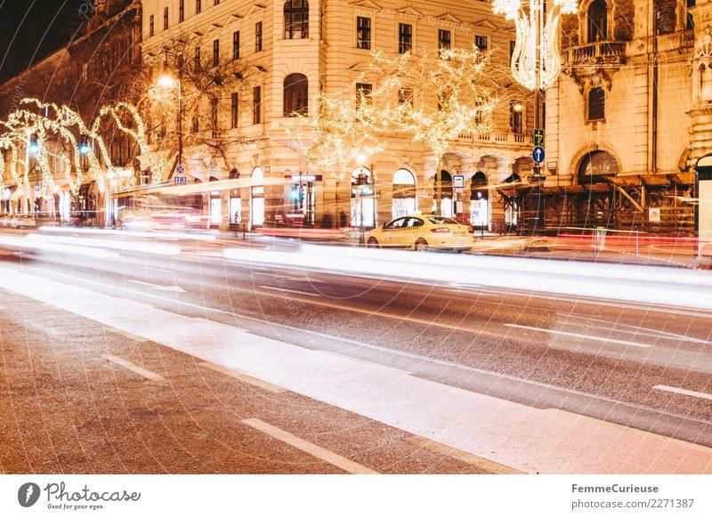 Street in Budapest at night using time exposure Verkehr Verkehrsmittel Verkehrswege Personenverkehr Öffentlicher Personennahverkehr Berufsverkehr Straßenverkehr