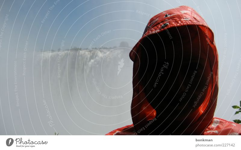 glux Mensch Himmel Natur Wasser Sommer Stimmung nass entdecken feucht Wasserfall Kapuze Optimismus Wetterschutz gigantisch Kopfbedeckung Sprühwasser