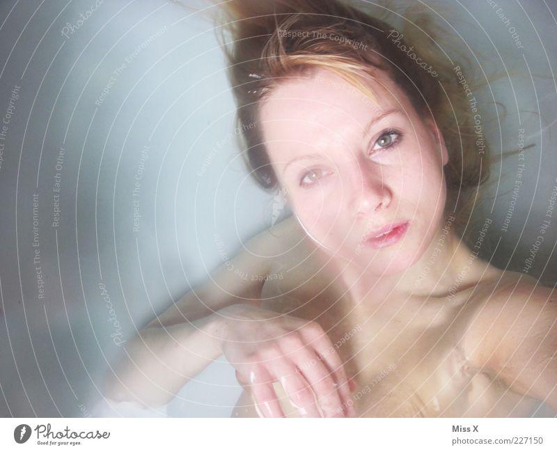 Unterwasser schön Körperpflege Wellness Schwimmen & Baden Mensch feminin Junge Frau Jugendliche Haut Gesicht 1 18-30 Jahre Erwachsene kalt nass Erotik