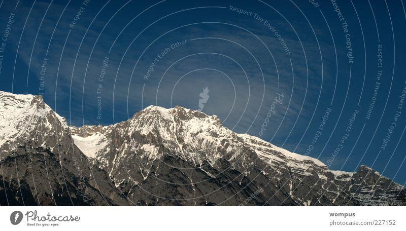 Winterzauber Himmel Natur blau weiß Schnee Berge u. Gebirge Landschaft grau Felsen hoch Alpen Gipfel Schönes Wetter Panorama (Bildformat) Bergkette