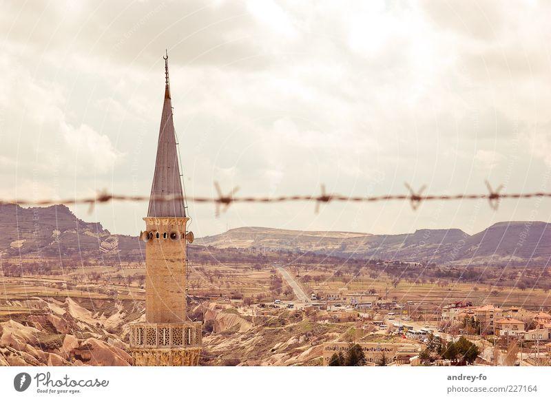 Turm und Landschaft Himmel Sommer Berge u. Gebirge Landschaft Wärme Stein Religion & Glaube braun Horizont Turm Wüste Hügel Lautsprecher Glaube Draht Schlucht