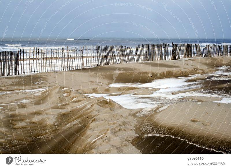 kalte Küste Umwelt Natur Landschaft Sand Luft Wasser Himmel Horizont Winter Wind Schnee Wellen Nordsee Meer Ferne schön trist wild blau braun grau grün Zaun