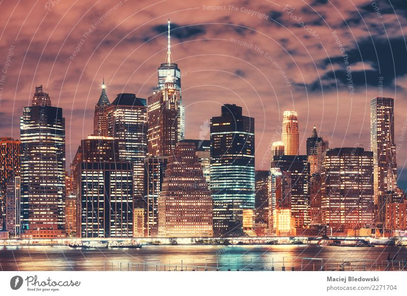 New York City-Skyline nachts, USA. Stadt Architektur Gebäude außergewöhnlich Büro modern Hochhaus elegant Aussicht Erfolg Fluss Wahrzeichen erleuchten