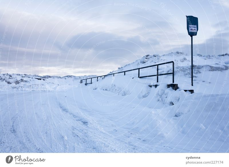 Willkommen im Schneedepot Umwelt Natur Landschaft Himmel Winter Eis Frost Berge u. Gebirge Straße Wege & Pfade ästhetisch Einsamkeit einzigartig Idee ruhig