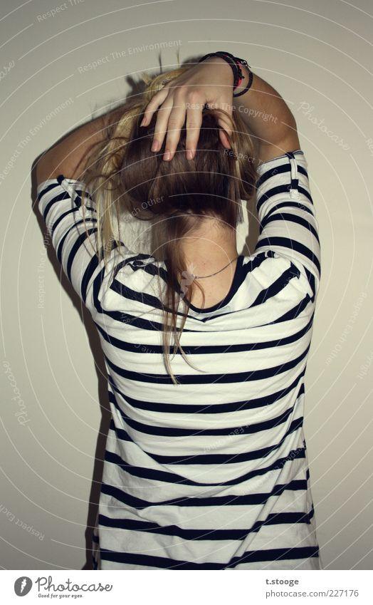 her backside Mensch Jugendliche Hand weiß schwarz feminin grau Haare & Frisuren Erwachsene blond 18-30 Jahre langhaarig gestreift Junge Frau