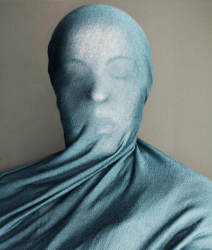 Skulptur Stil Mensch feminin Frau Erwachsene Kopf 1 blau Tuch verpackt Schleier unklar Hülle Stoff bewegungslos Farbfoto Innenaufnahme geschlossene Augen