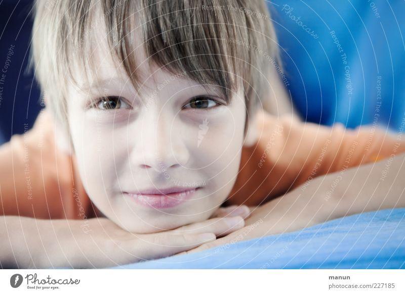 lucky Luke Mensch Kind Jugendliche Gesicht Erholung Gefühle Junge Glück Denken träumen Kindheit Zufriedenheit blond natürlich liegen Fröhlichkeit
