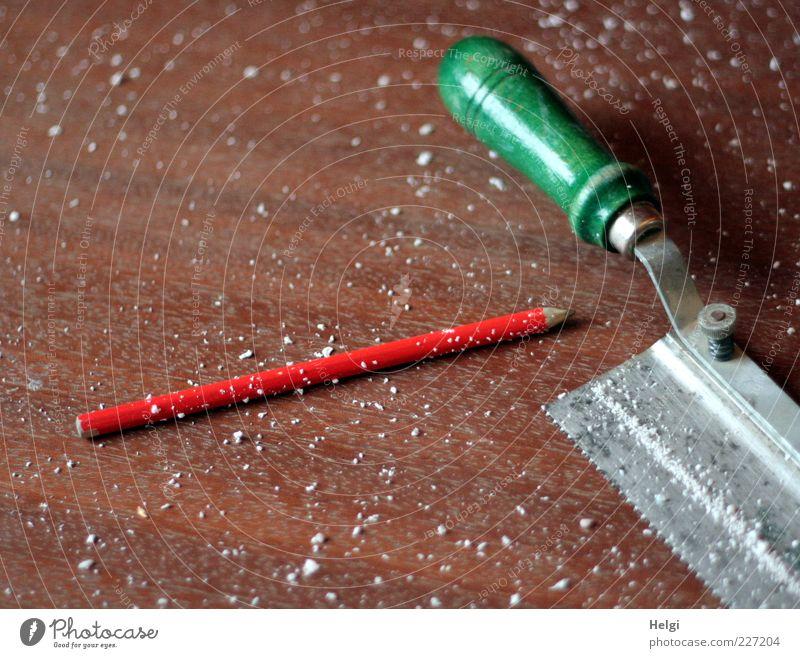 Werkzeug für Fotoline... Arbeit & Erwerbstätigkeit Handwerk Schreibwaren Bleistift Säge Holz Metall liegen schreiben authentisch einfach lang braun grau grün