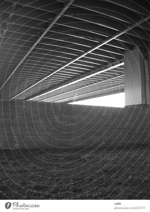Under The Bridge weiß schwarz grau Stein Beton Perspektive Brücke unten Köln Stahl Eisen Rhein roh Köln-Deutz Severinsbrücke