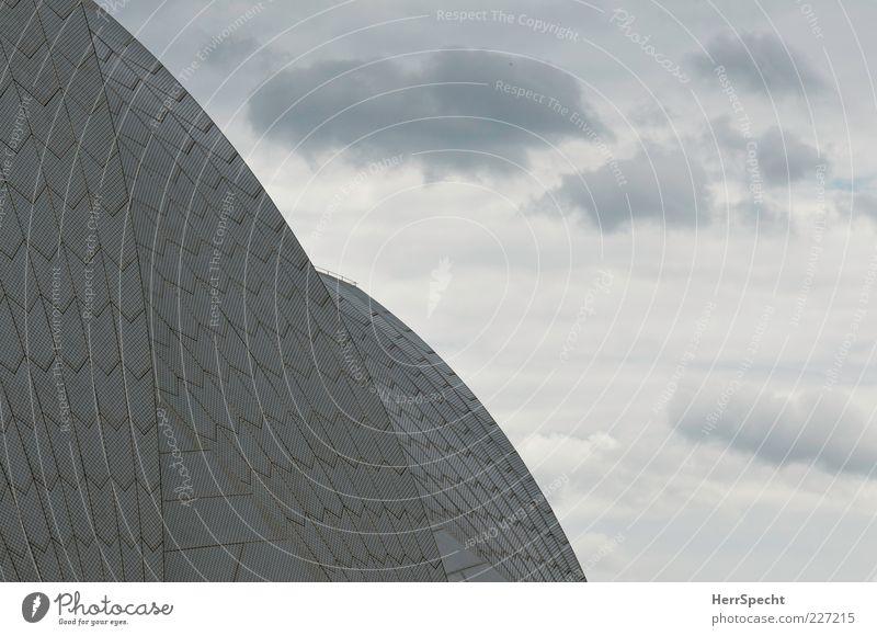 Segel im Wind Wolken Sydney Hafenstadt Dach Sehenswürdigkeit Wahrzeichen Opera House grau weiß Keramik Fliesen u. Kacheln Wölbung Wolkenhimmel Detailaufnahme