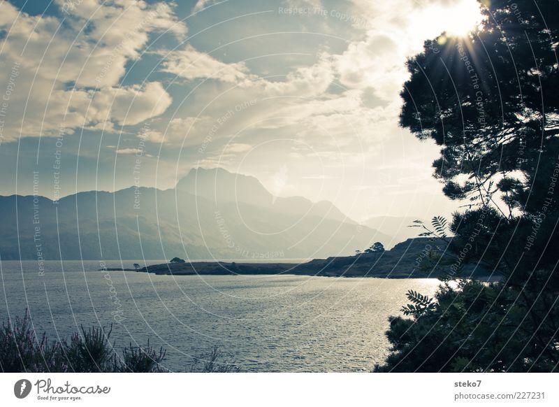 Loch Garry Natur Baum Sonne Ferien & Urlaub & Reisen Wolken Berge u. Gebirge Reisefotografie leuchten Seeufer Schottland blau-grau