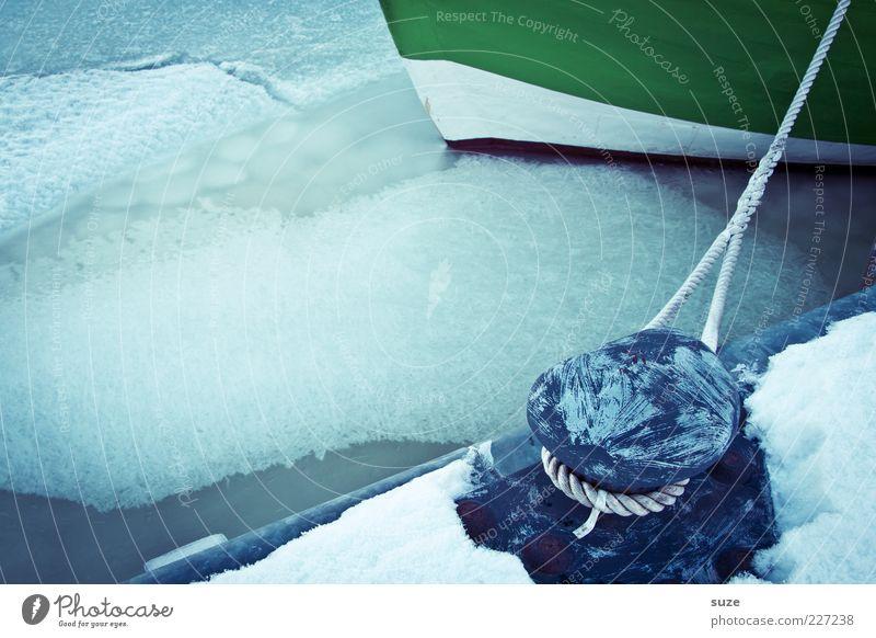 Festes Anliegen Seil Umwelt Urelemente Wasser Winter Klima Eis Frost Schnee Hafen Wasserfahrzeug fest kalt blau Kahn Anlegestelle Schneedecke Schiffsrumpf