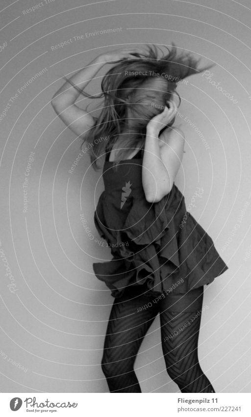 Dancing high Stil Freude feminin Junge Frau Jugendliche 1 Mensch 18-30 Jahre Erwachsene Tanzen Tänzer Mode langhaarig trendy verrückt schön wild Lebensfreude