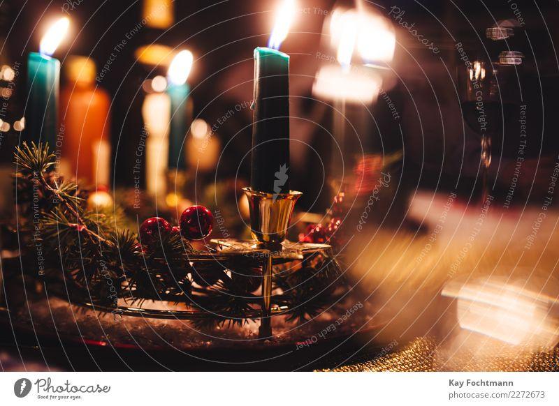 weihnachtlich gedeckter Tisch mit Kerzen Weihnachten & Advent Winter Religion & Glaube Feste & Feiern Wohnung Dekoration & Verzierung glänzend Warmherzigkeit