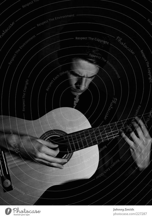 Me and my guitar. Freizeit & Hobby Gitarre spielen Mensch maskulin 1 Künstler Musik Musiker Spielen einfach Leidenschaft Konzentration Schwarzweißfoto