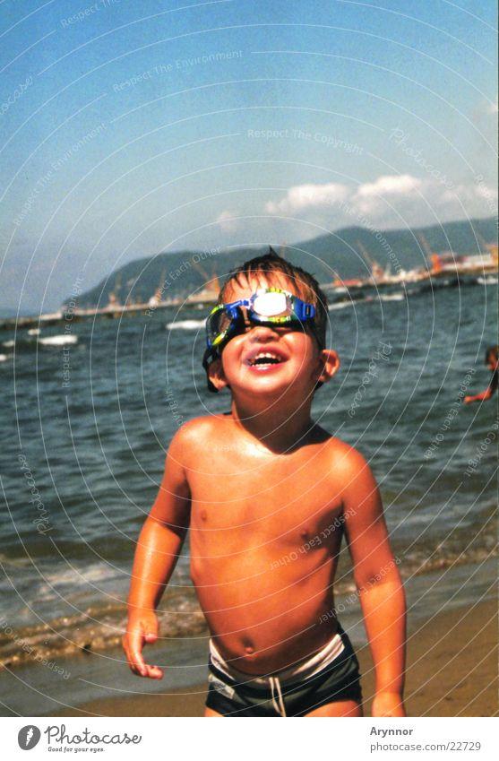 Fabian am Meer Kind Mann Sonne Meer Freude Blauer Himmel Taucherbrille Schwimmbrille