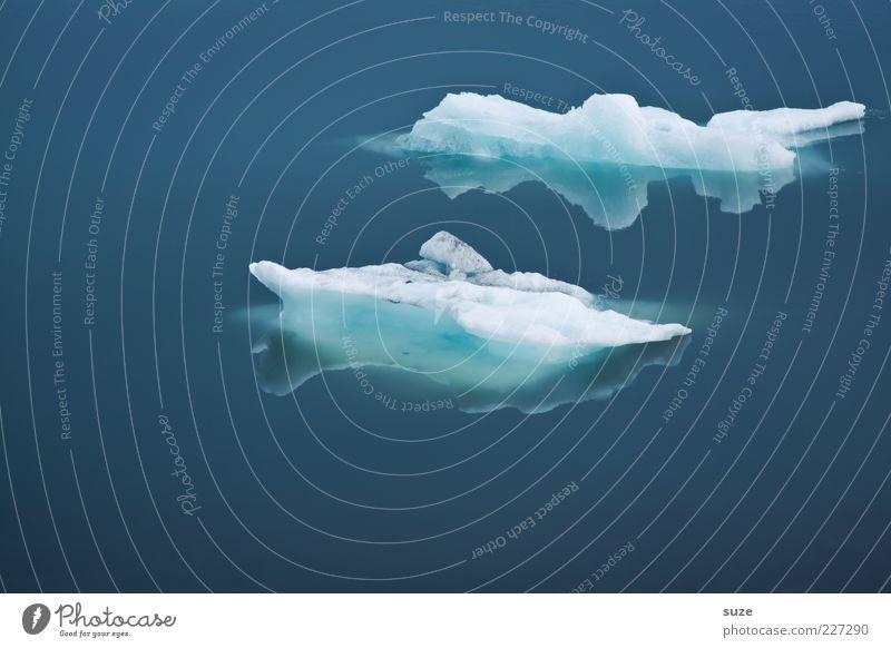 Blues ruhig Meer Umwelt Natur Klima Eis Frost kalt blau Island schmelzen Jökulsárlón Eissee Polarmeer Klarheit Eisscholle Wasseroberfläche Farbfoto