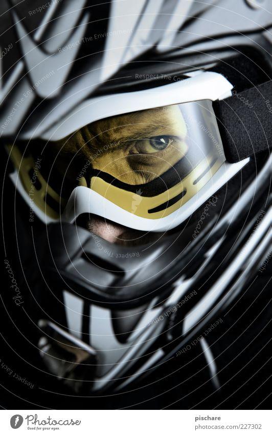 MX Freizeit & Hobby Motorsport maskulin beobachten Aggression bedrohlich Coolness dunkel sportlich Wut gelb Mut Helm Motocross-Fahrer Farbfoto Innenaufnahme