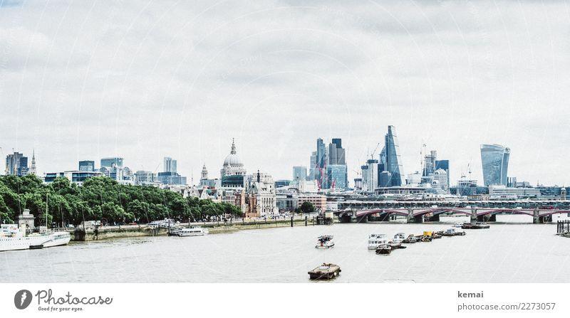 London Ausflug Ferne Städtereise Himmel Wolken Baum Flussufer Themse England Hauptstadt Stadtzentrum Haus Hochhaus Bankgebäude Brücke Gebäude Skyline