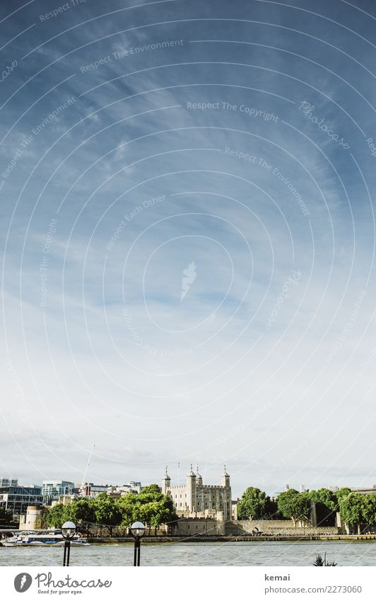Der Tower von London harmonisch Wohlgefühl ruhig Freizeit & Hobby Ausflug Städtereise Sommer Himmel Wolken Schönes Wetter Baum Flussufer Themse England Stadt