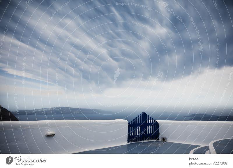 Himmelstor Wolken Klima Wetter Mauer Wand blau grau weiß Stimmung Tor Santorin seltsam Farbfoto Außenaufnahme Menschenleer Tag Starke Tiefenschärfe Weitwinkel