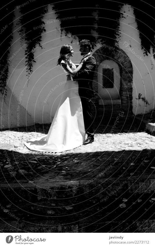 Nur verheiratetes Paar zusammen Glück schön Feste & Feiern Hochzeit Mensch Junge Frau Jugendliche Junger Mann Erwachsene 2 18-30 Jahre Kleid Anzug Küssen Liebe