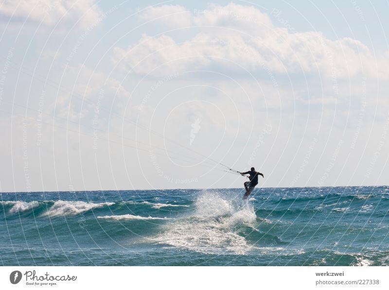 wellenreiten Wassersport Sportler Kiteboard Meer maskulin 1 Mensch Umwelt Wassertropfen Himmel Wolken Horizont Sonnenlicht Sommer Schönes Wetter Wellen