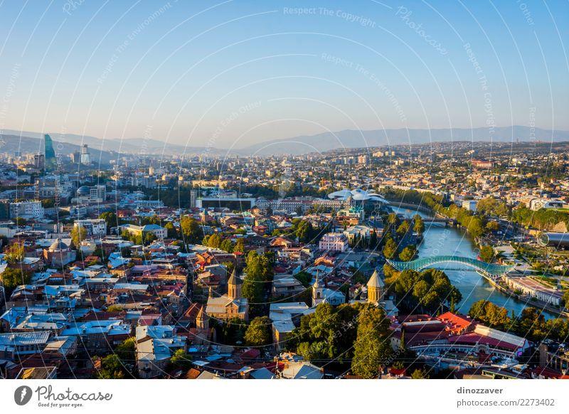 Ansicht über Tiflis-Skyline, Georgia Ferien & Urlaub & Reisen alt blau Stadt Landschaft Haus Berge u. Gebirge Straße Architektur Gebäude Tourismus Design Kirche