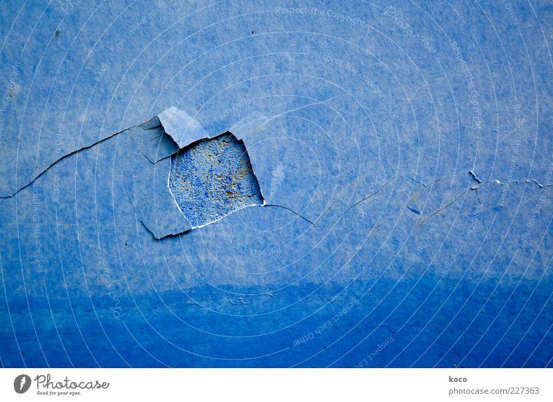 BLAU ... alt blau Farbe Wand Mauer Stein Linie Fassade ästhetisch kaputt einfach Vergänglichkeit Verfall Loch Riss Zerstörung