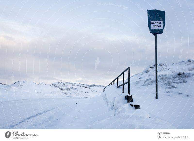 Abladen Natur Winter Einsamkeit ruhig Ferne Straße Umwelt Leben kalt Landschaft Schnee Berge u. Gebirge Wege & Pfade Eis Schilder & Markierungen Klima