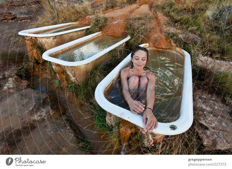 Mensch Jugendliche Wasser schön Freude Erwachsene Erholung Zufriedenheit Schwimmen & Baden nass 18-30 Jahre Junge Frau Wellness Badewanne Wohlgefühl Körperpflege