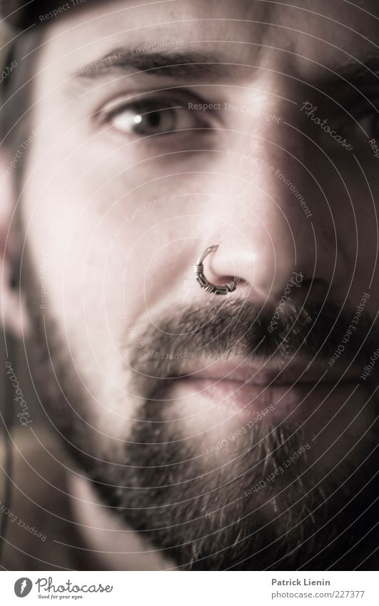 lucky and unhappy Lifestyle Haut Gesicht Mensch maskulin Mann Erwachsene Kopf Auge Nase Mund 1 Blick Stimmung Zufriedenheit Willensstärke Nasenring Bart dunkel