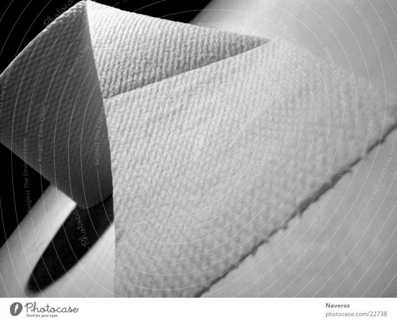 Kloooooopapier Papier Toilettenpapier schwarz weiß Altpapier Rolle Sauberkeit Schwarzweißfoto Nahaufnahme Makroaufnahme Strukturen & Formen Menschenleer