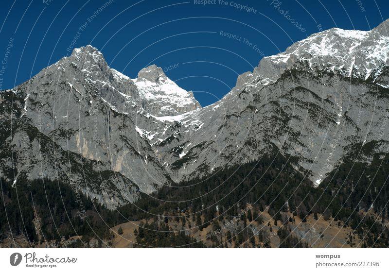 Karwendl in der Wintersonne Natur Landschaft Himmel Wolkenloser Himmel Schönes Wetter Schnee Wald Hügel Felsen Alpen Berge u. Gebirge Gipfel