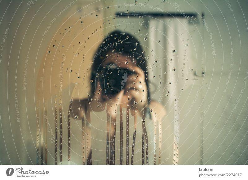 Tropfen Freizeit & Hobby Fotografie Häusliches Leben Wohnung Haus Bad Frau Erwachsene Kino Filmindustrie Video Selfie Selbstportrait Regen Spiegel Fotokamera